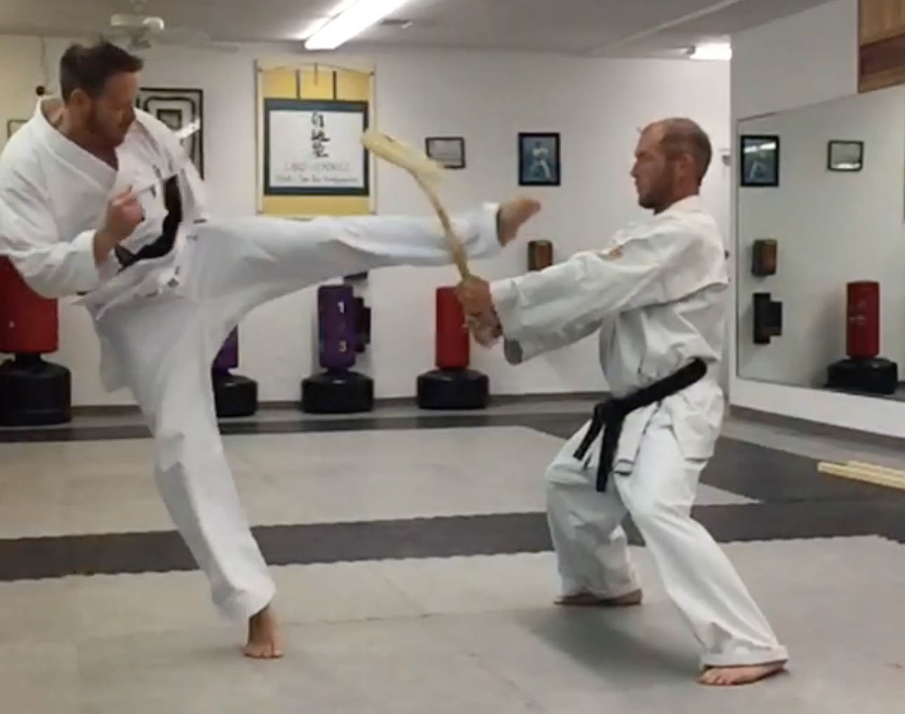 Master Ryan Dean breaks a bat! Uechi Ryu Board Breaking